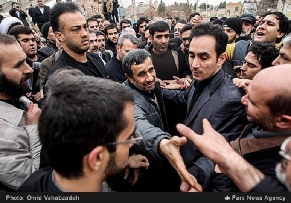 شایعه حضور احمدینژاد در تشییع حبیب +عکس