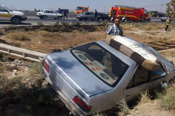 تصادف پژو با تیر برق فشار قوی+عکس