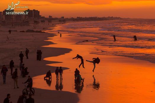 غروب آفتاب در ساحل شهر غزه