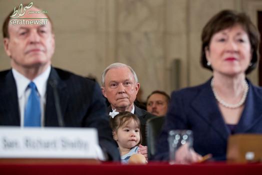 جف سشنز سناتور ایالت آلابامای آمریکا با نوه اش در سنا