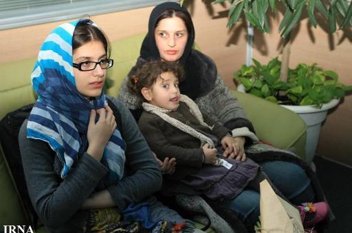 همسر و دختر اصغر فرهادی در بازگشت از اسکار