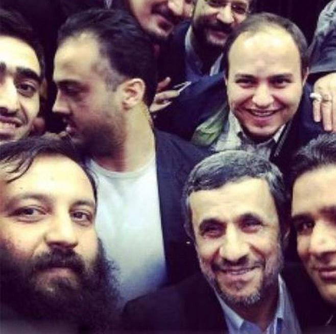 عکس/ سلفی با احمدی نژاد
