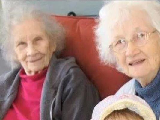 دوقلوهای ۹۰ ساله که باهم مُردند! +عکس