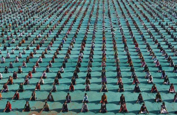 عکس/ صف منظم دانش آموزان هندی