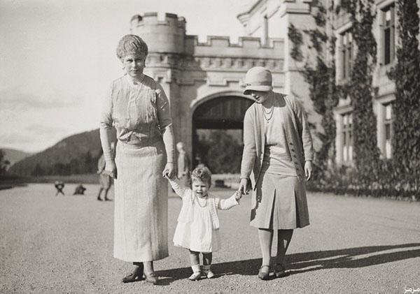 عکس/ کودکی ملکه انگلیس