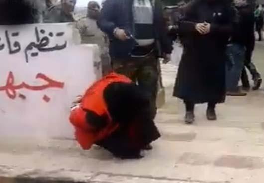 اعدام یک زن سوری توسط النصره+تصاویر