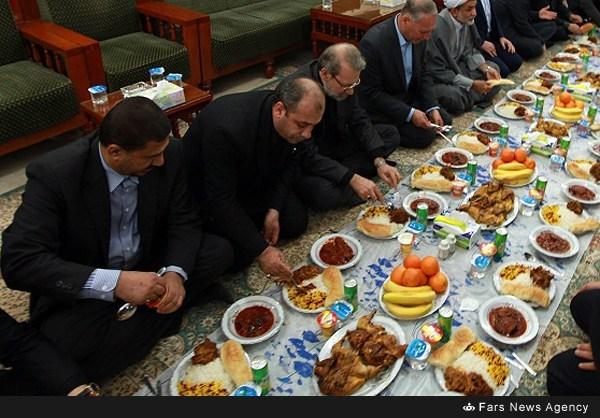 عکس/ سفره شام لاریجانی در نجف