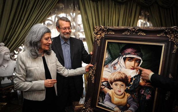 عکس/ هدیه لاریجانی به همسر طالبانی