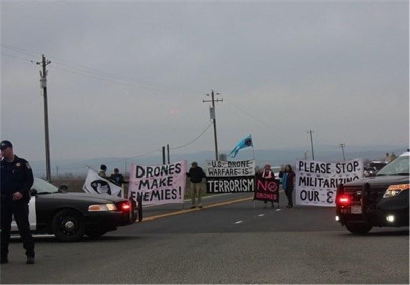 مخالفان پهپادها در آمریکا یک بزرگراه را مسدود کردند+عکس