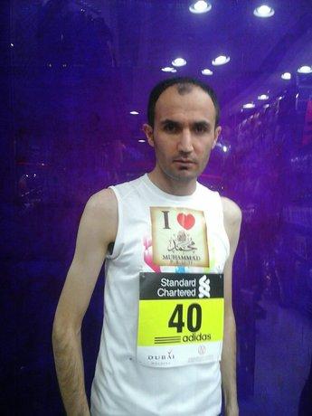 درج نام پیامبر بر روی لباس دونده ایرانی +تصاویر