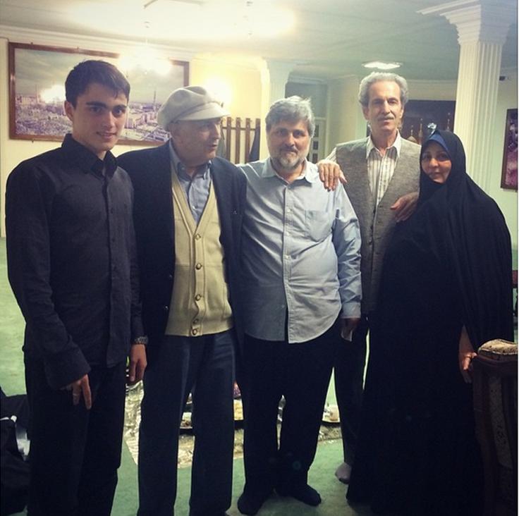 عکس/ عروس امام(ره) در کنار برادرانش