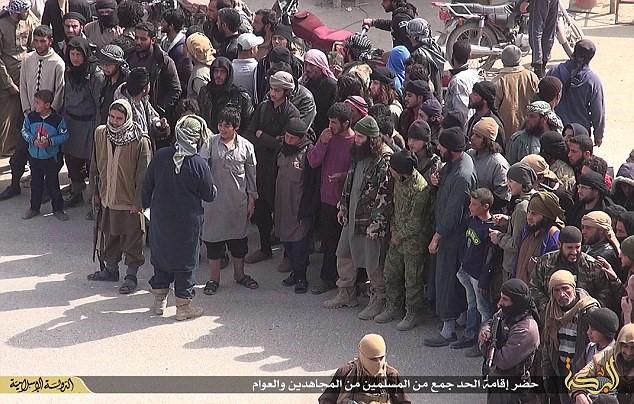 تصاویر جدید از قطع دست توسط داعش