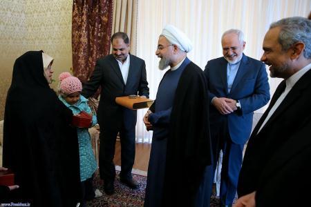 دیدار روحانی با دیپلمات آزاده شده +عکس