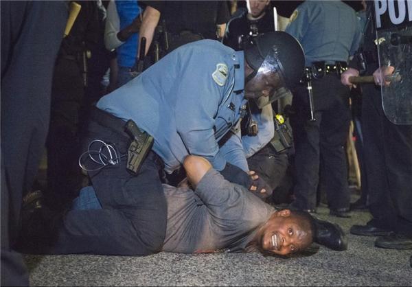 سوءاستفاده از پلیس سیاهپوست +عکس