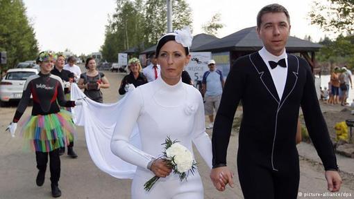 عروسی جالب عروس و داماد عروس زیبا خودروی عروس و داماد جشن عروسی بهترین ماشین عروس