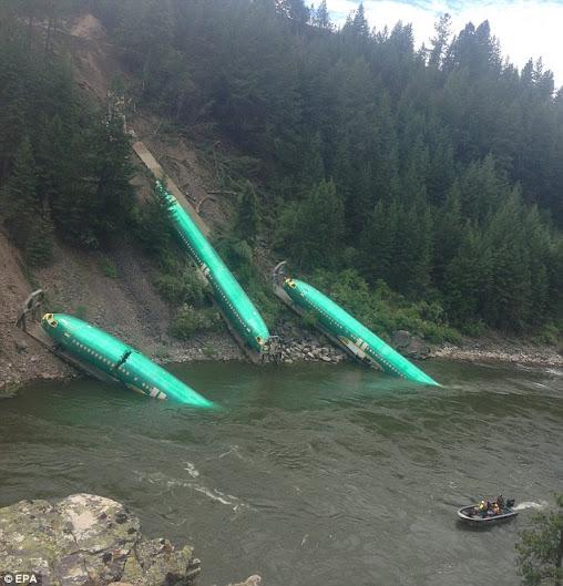 حادثه کم نظیر سقوط چند هواپیمای گرانقیمت بوئینگ به داخل دریاچه/تصاویر(خبر گوشه قرمز.حتما بزن نسوزه)