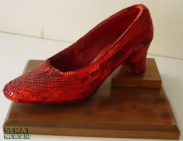 لنگه کفش سیندرلا در کاخ نیاوران (+عکس)