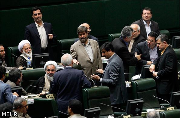 عکس/درگیری جهانگیرزاده و کوچکزاده در مجلس