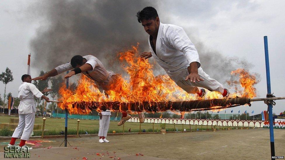 استخدام نیروی پلیس مرکزی  هند / رژه در اداره کشمیر و انجام شیرین کاری