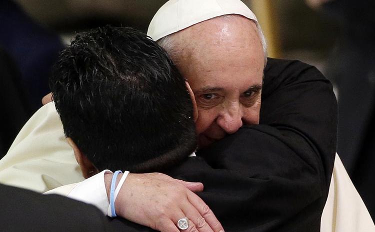 عکس/ مارادونا در آغوش پاپ