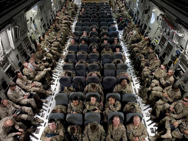 بازگشت سربازان آمریکایی با هواپیماl به آمریکا پس  از یک ماموریت 9 ماهه