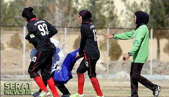 عکس/ روش جالب حمل مصدوم در فوتبال بانوان