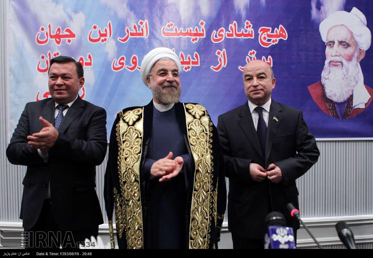 عکس/ لباس زرینی که روحانی به تن کرد