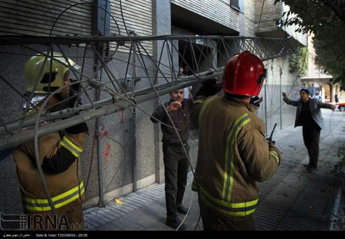 عکس/سقوط دکل مخابراتی درمیدان فاطمی