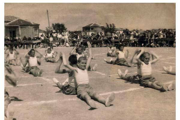 عکس/ زنگ ورزش در مدارس قدیم