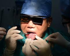 جراحی که خودش را عمل کرد+عکس