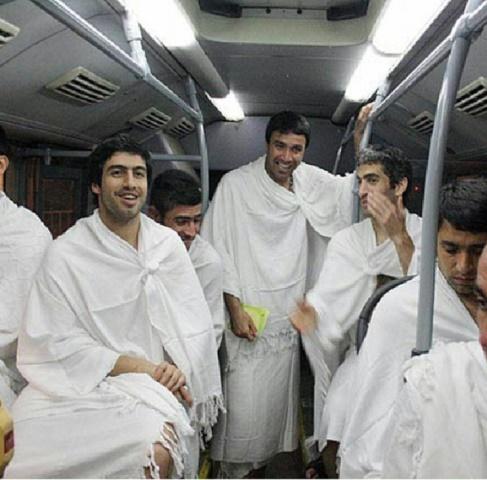 تصاویر/ بازیکنان استقلال در لباس احرام