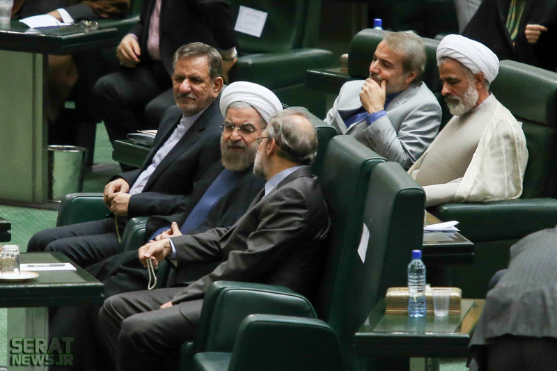 عکس/ اخم روحانی به لاریجانی