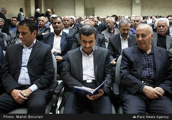عکس/ احمدینژاد در مراسم ختم پدر داوودی