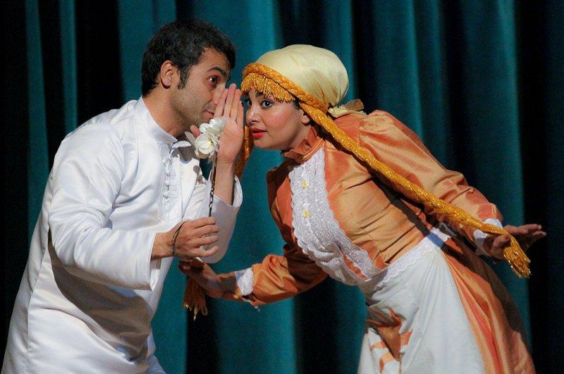 عکس/ درگوشی بازیگران زن و مرد در تئاتر