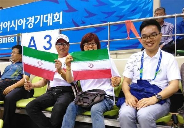 تشویق والیبال ایران توسط کرهایها +عکس