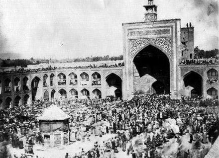 عکس / حرم امام رضا(ع)در  روز   عاشورا  دوره قاجار