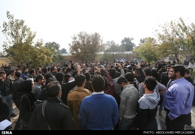 هواداران بر مزار پاشایی + تصاویر