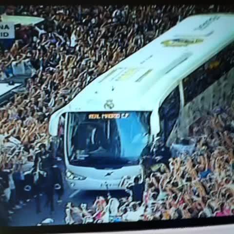 عکس/ استقبال وحشتناک از اتوبوس رئال
