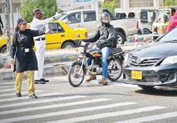 پلیس زن در خیابان های پاکستان +عکس