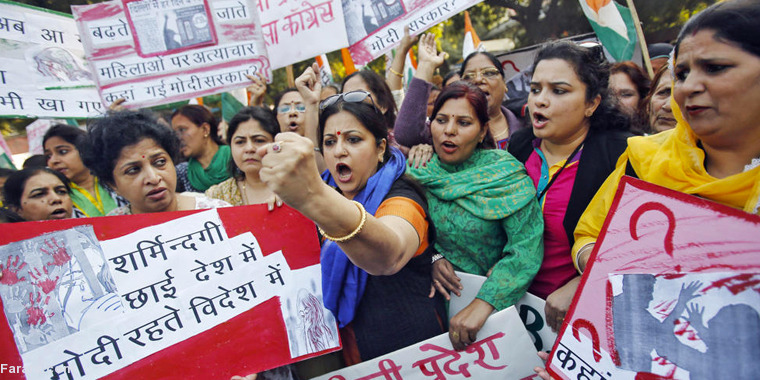 عکس/اعتراض زنان هندبه تجاوز به یک زن