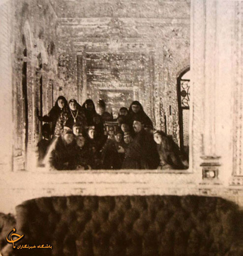 عکس/ سلفی ناصرالدین شاه با همسرانش!