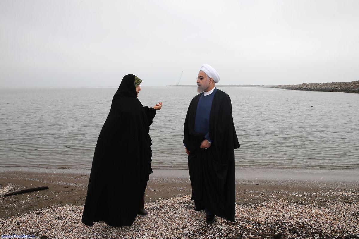 روحانی و ابتکار در ساحل+عکس