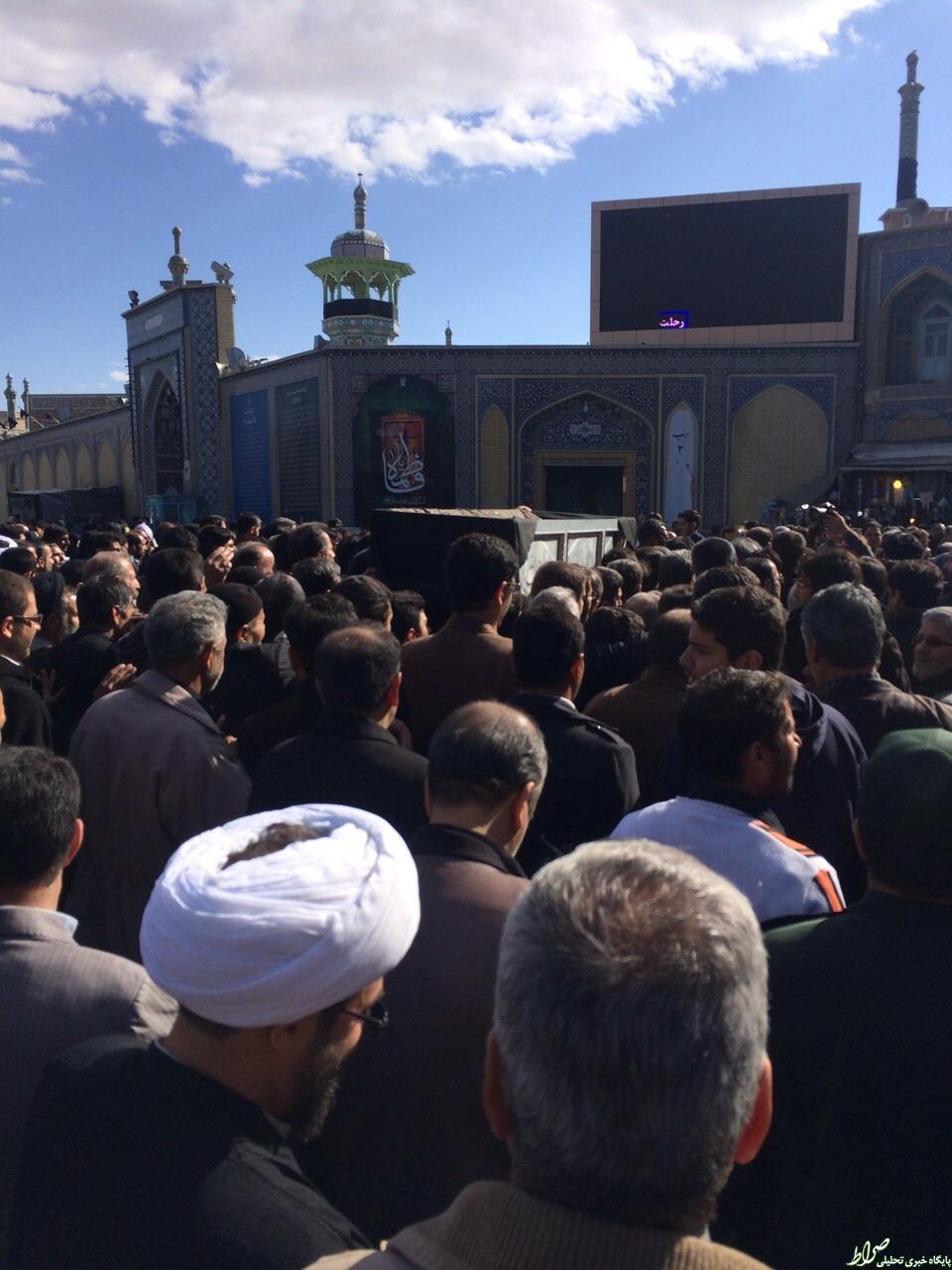 تصاویر/ تشییع پیکر همشیره رهبر انقلاب در مقابل حرم حضرت معصومه(س)