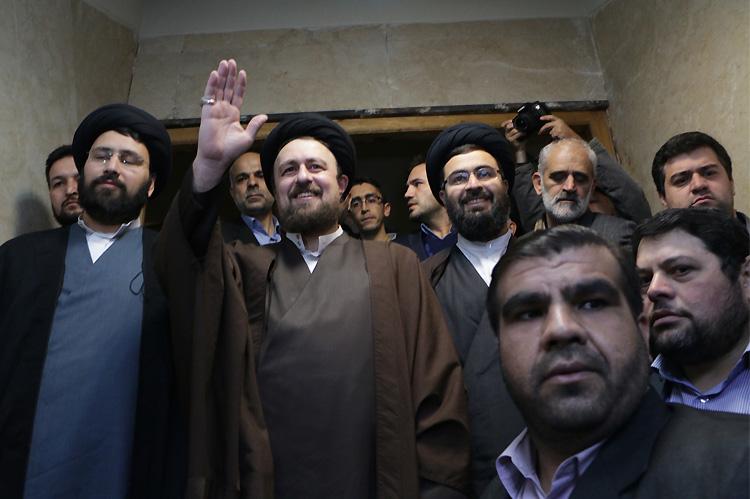 فشار از پایین، چانه زنی در بالا/ افزایش فشارها به شورای نگهبان برای مستثنی کردن روحانی همنام امام!