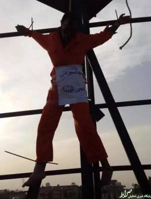 عکس/داعش دو نفر را به صلیب کشید