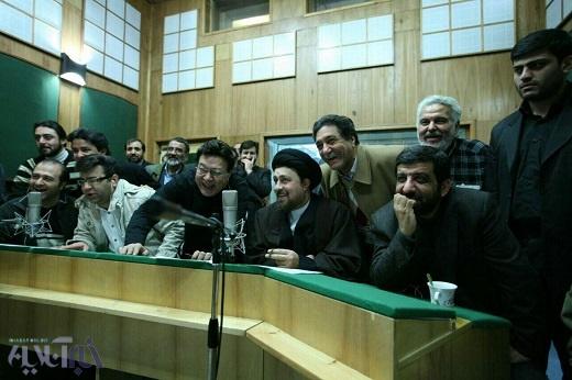 عکسی از حسن خمینی در حال دوبله