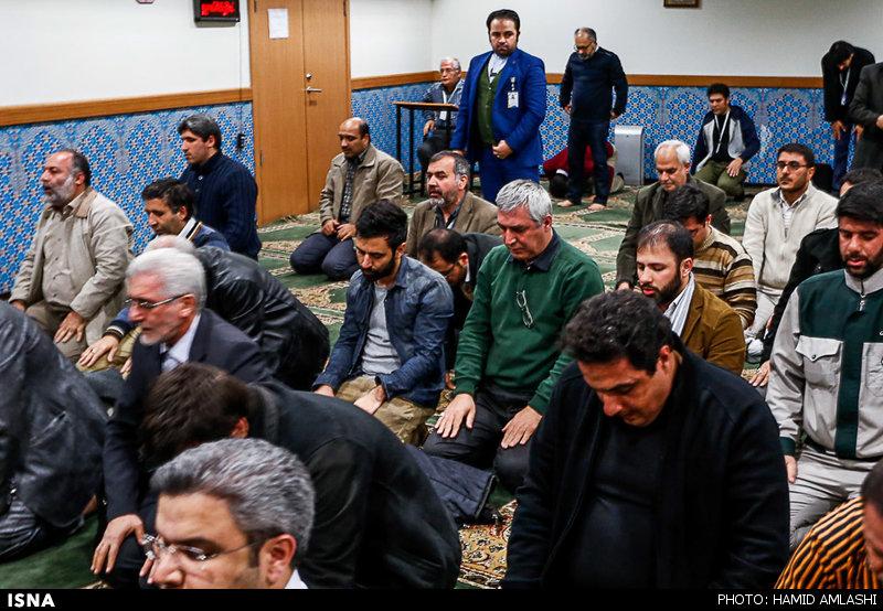عکس/ حاتمی کیا در نمازخانه جشنواره