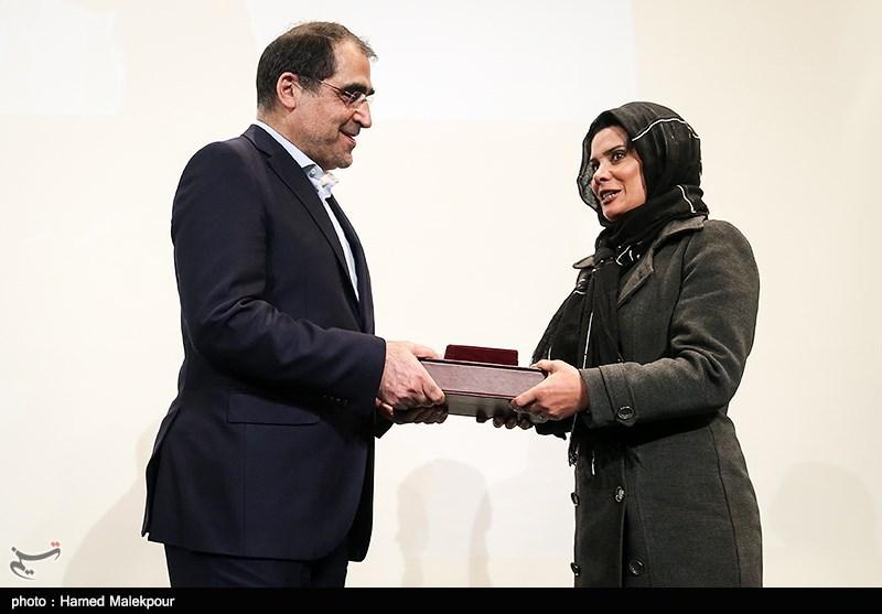 عکس/ تجلیل هاشمی از بازیگر زن