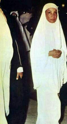 عکس/ اشرف پهلوی در لباس احرام!