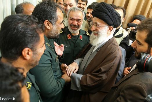 ماجرای لبخند دلنشین رهبری +عکس